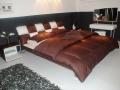 Двуспальная кровать 1028 с отделкой из натуральной кожи или из Эко Кожи
