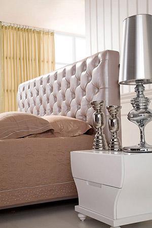 Каретная стяжка мебели: кровать с каретной стяжкой